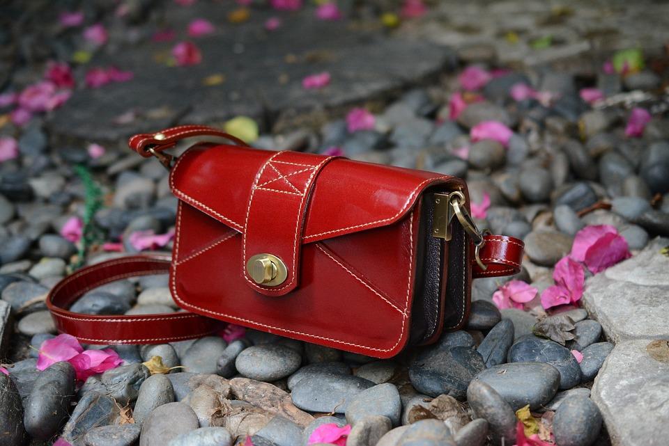 červené kabelka