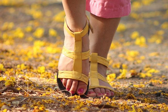 žluté sandály