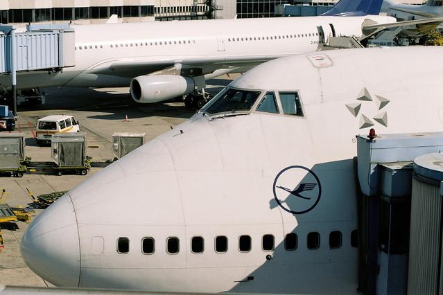 přední část letadla boxing 747.jpg