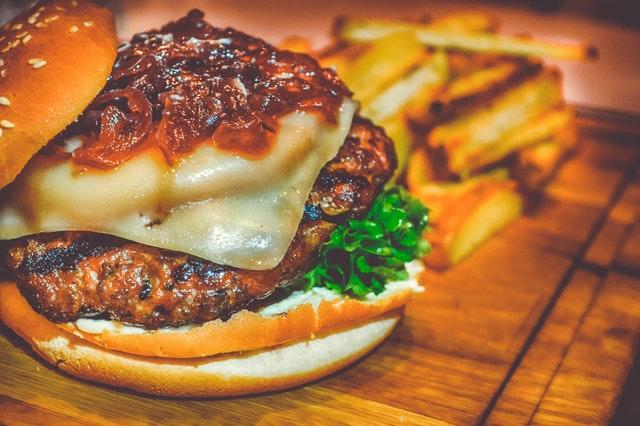 hamburger, tučné jídlo